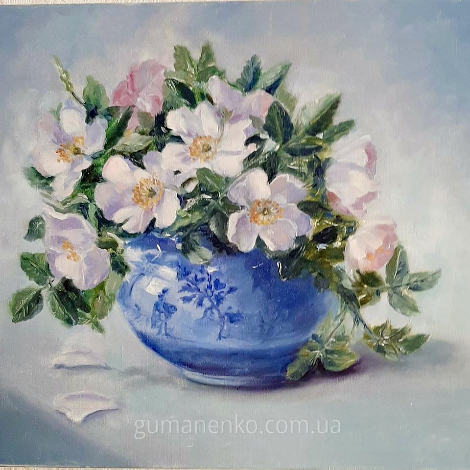 Шиповник в синей вазе, масло, холст 45х35 см.